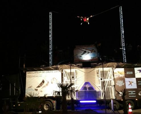 Simulateur de chute libre mobile de nuit