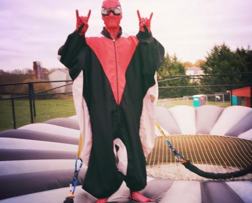 Spiderman sur le simulateur de chute libre mobile à Montpellier