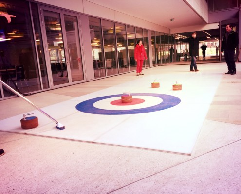 Prestation avec une piste de curling en région Parisienne.