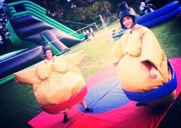 Location de costumes de sumo à Nantes pour vos campagnes BDE, anniversaire,, retour de mariage, événement professionnel