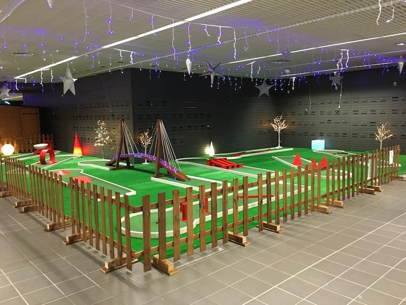 Installation de nos pistes de mini golf au Carrefour de Rennes