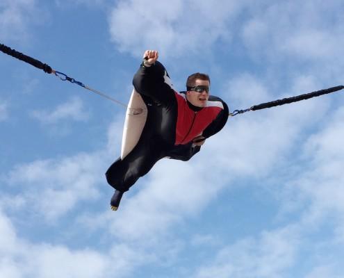 Un homme qui fait une simulation de chute libre