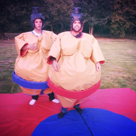 Location costumes de sumo pour 1 journée ou le Weekend en région Nantaise