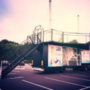 Simulateur de chute libre animation avec notre soufflerie mobile en région Parisienne.