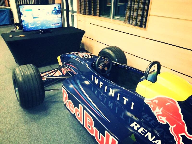 Prestation avec un simulateur de F1 à Nantes
