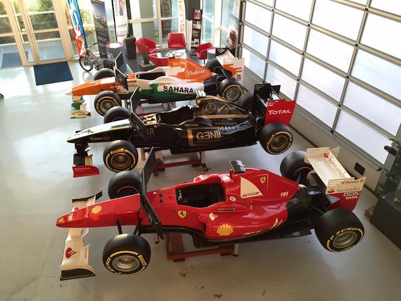 Simulateur auto sur vérin. Une vraie voiture F1 sur vérin