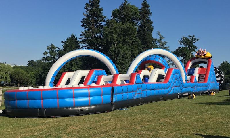 Uns structure gonflable de 20 ou 30 mètres de long au choix pour un parcours sportif