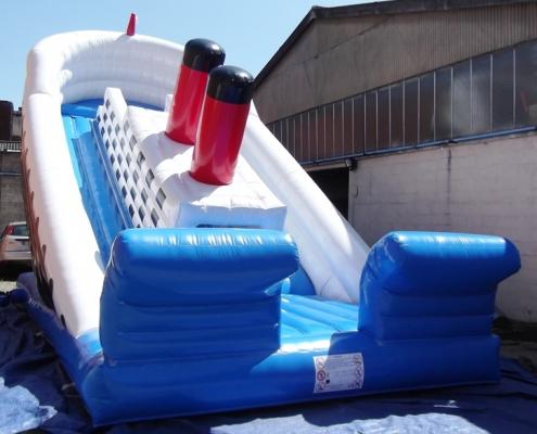 Découvrez le Toboggan Titanic en structure gonflable avec Be Event Sensation